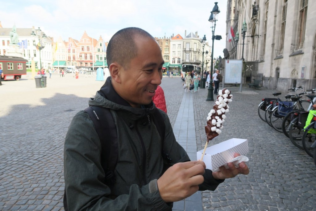 i couldn't help myself before we left bruges... a dark chocolate dipped waffle on a stick coated in marshmallows. diy waffle-sticks for 4 euros. a diabetic tourist, i am.