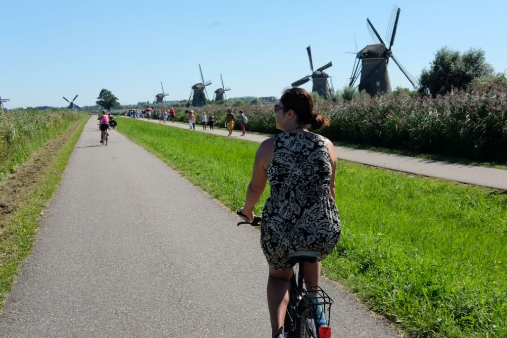 biking_in_kinderdijk_windmills011